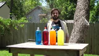 بریدن بطری های آب با شمشیر چندین برابر آهسته تر