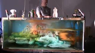 این مرد با کمک مواد شیمیایی تصاویر بی نظیری را خلق میکند