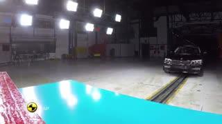 چالش لاکچری ترین مدل BMW و تست تصادف