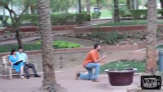 واکنش مردم به خواستگاری در مکان عمومی و جواب رد شنیدن همراه با سیلی