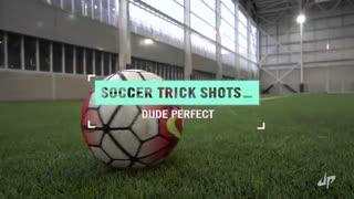 ترفندهای نمایشی با توپ فوتبال