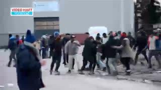 درگیری پناهجویان افغان و آفریقایی در مرز انگلیس