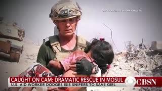 دویدن سرباز میان تیراندازی برای نجات جان یک دختر بچه