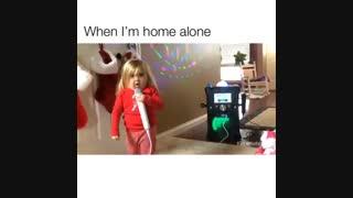 من وقتی تو خونه تنهام و برا خودم اهنگ میخونم @_@