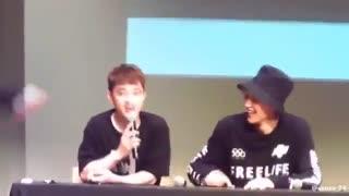Exo Fansign (دیدار اعضای اکسو با فن ها ... بکهیون غش کرد از خنده ^_^ بابا میزو چرا میزنی شکست بیچاره!!!)