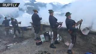 رسم عجیب آلمانی: تیراندازی در هنگام کریسمس
