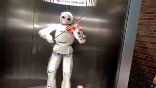 ربات نوازنده کمپانی تویوتا