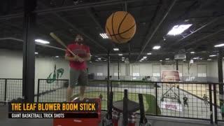 حرکات نمایشی با توپ بسکتبال عظیم