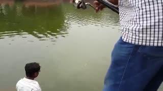 فیلم مستند ماهیگیری با قلاب