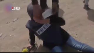 لحظه بیهوش شدن خبرنگار زن در حملات امروز صهیونیستها