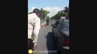 حمله وحوش سد معبر شهرداری به مأموران پلیس راهور!!!