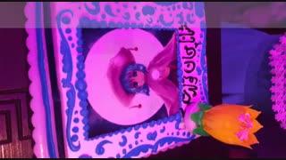 من  یادم رفته بود بزارم. کیک تولدم هست. خوشگله؟
