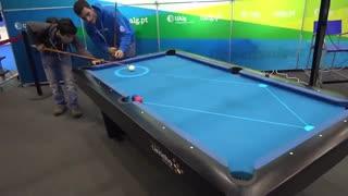 میز بیلیارد با قابلیت پیش بینی و نمایش جهت حرکت توپ