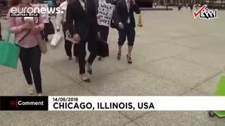 راهپیمایی وکلای مرد با کفش زنانه برای پشتیبانی ازحقوق زنان