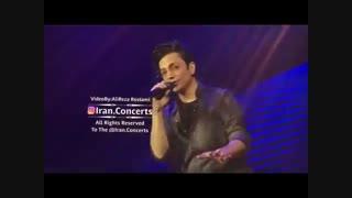 اجرای زنده محسن ابراهیم زاده در کنسرت آهنگ دونه دونه :) عالیه این پسر