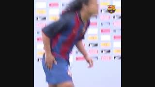 ببینید مراسم معارفه زیبای رونالدینیو به هواداران بارسلونا ۱۵ سال پیش در چنین روزی