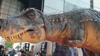 رونمایی از دایناسور رباتیک غول پیکر در لندن