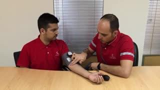 آموزش اندازه گیری فشار خون توسط مدرس کمک های اولیه
