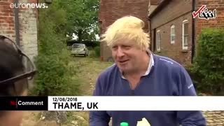 وقتی وزیر خارجه سابق بریتانیا به خبرنگاران چای میدهد