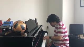 پیانو زدن سامان احتشامی با یک دست