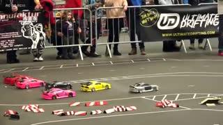 مسابقات دریفت با ماشینهای کنترلی