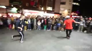 فری استایل و حرکات نمایشی جذاب با توپ فوتبال