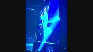 """فنکم از اجرای""""love""""آر اِم در کنسرت امروز"""