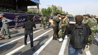 تصاویر ضبط شده با تلفن همراه از لحظه حمله تروریستی در اهواز