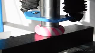 قرارگیری توپ ارتجاعی زیر دستگاه پرس
