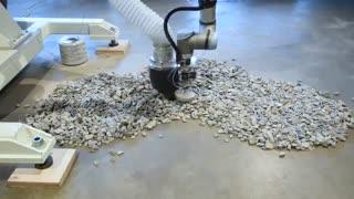 ساخت ستون از سنگ و نخ با کمک بازوی رباتیک