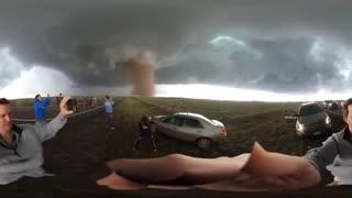 تعقیب طوفان با دوربین 360 درجه