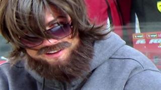 حرکات نمایشی کریستیانو رونالدو در خیابان مادرید، با لباس مبدل و سورپرایز یک کودک!