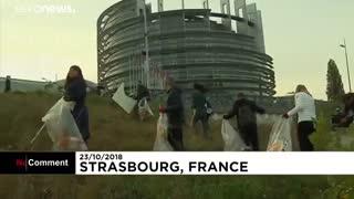 تمیز کردن ساختمان پارلمان اروپا به مناسبت روز جهانی پاکسازی زمین