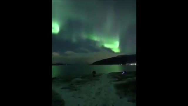 کلیپ زیبا و آرامش بخش از شفق قطبی